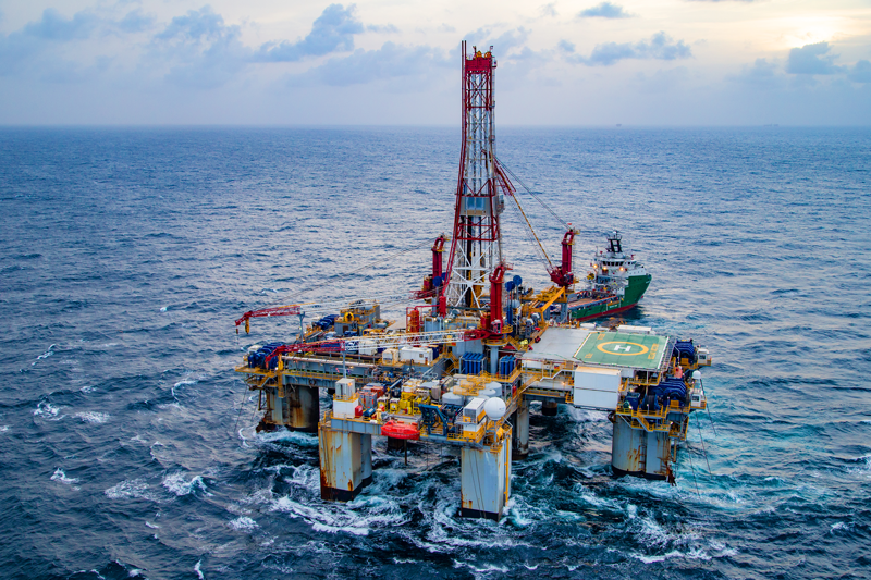 Ocean Victory semi-submersible drillship operated by Diamond Offshore Drilling in the Atlantic.