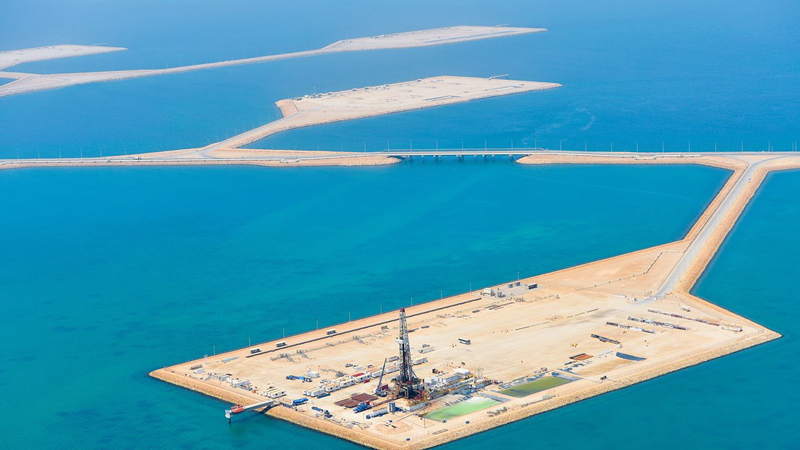 Oilfield Services remote digital technology across Saudi Aramco's entire drilling fleet, encompassing more than 200 sites, was the largest in Baker Hughes' history. Photos courtesy of Baker Hughes.