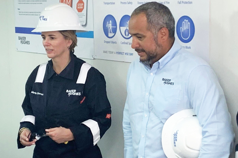 Borras answers questions from field employees in Saudi Arabia with Jose Noguera, Baker Hughes regional product line leader. (2019)