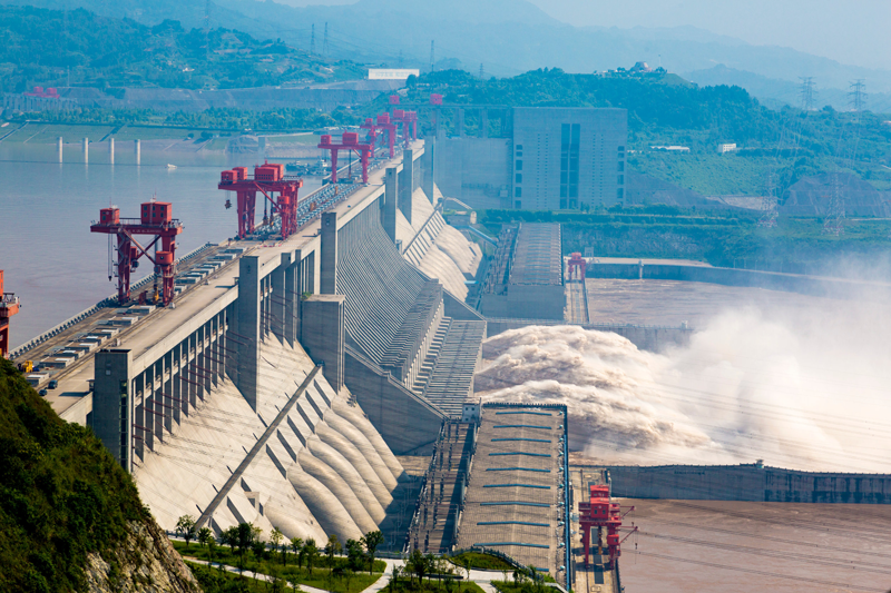 Three Gorges Dam on the Yangtze River in China is the world's biggest hydroelectric facility in terms of installed capacity. Photo courtesy of zgsxycll – 123rf.com.
